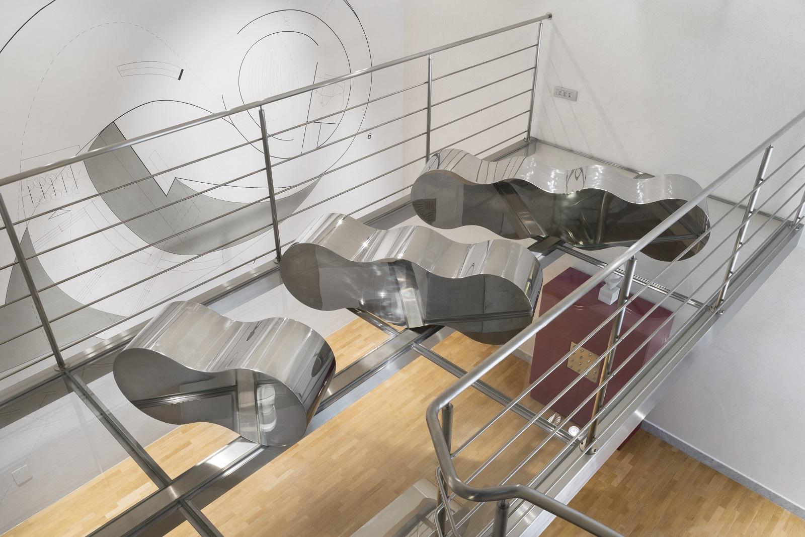 design acciaio su soppalco di vetro galleria camaetia arte